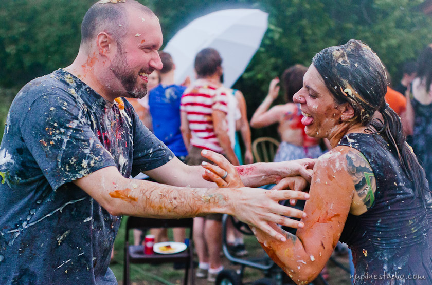 engagement session with food fight