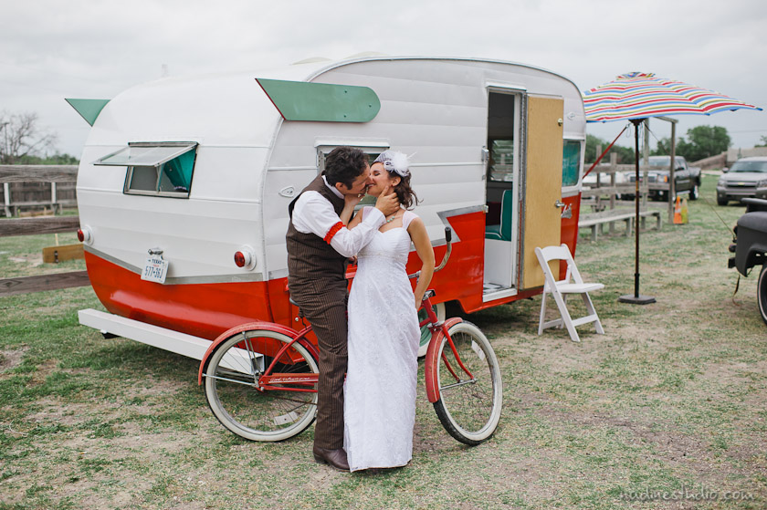 vintage air stream wedding