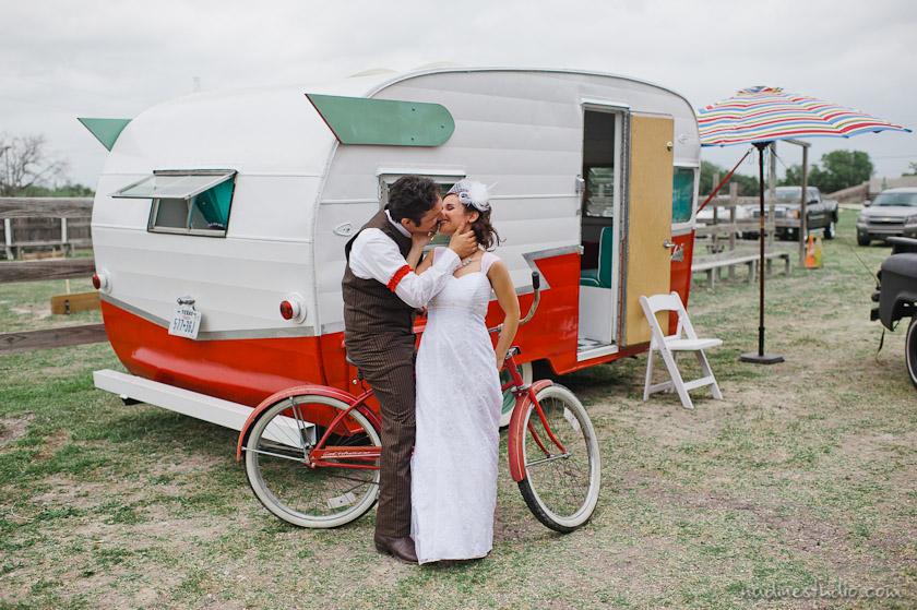 vintage air stream wedding