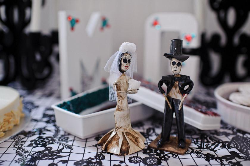 skeleton dia de los muertos wedding cake