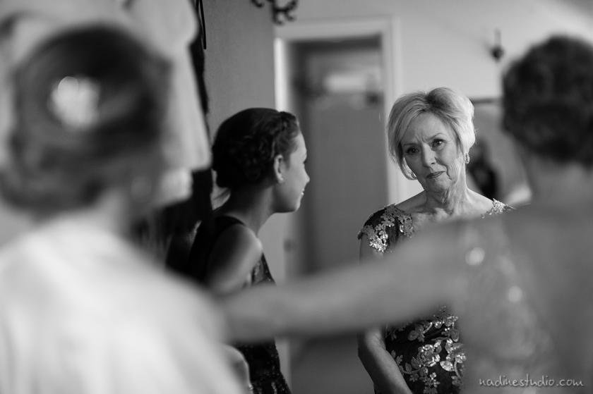 mom seeing bride dessed