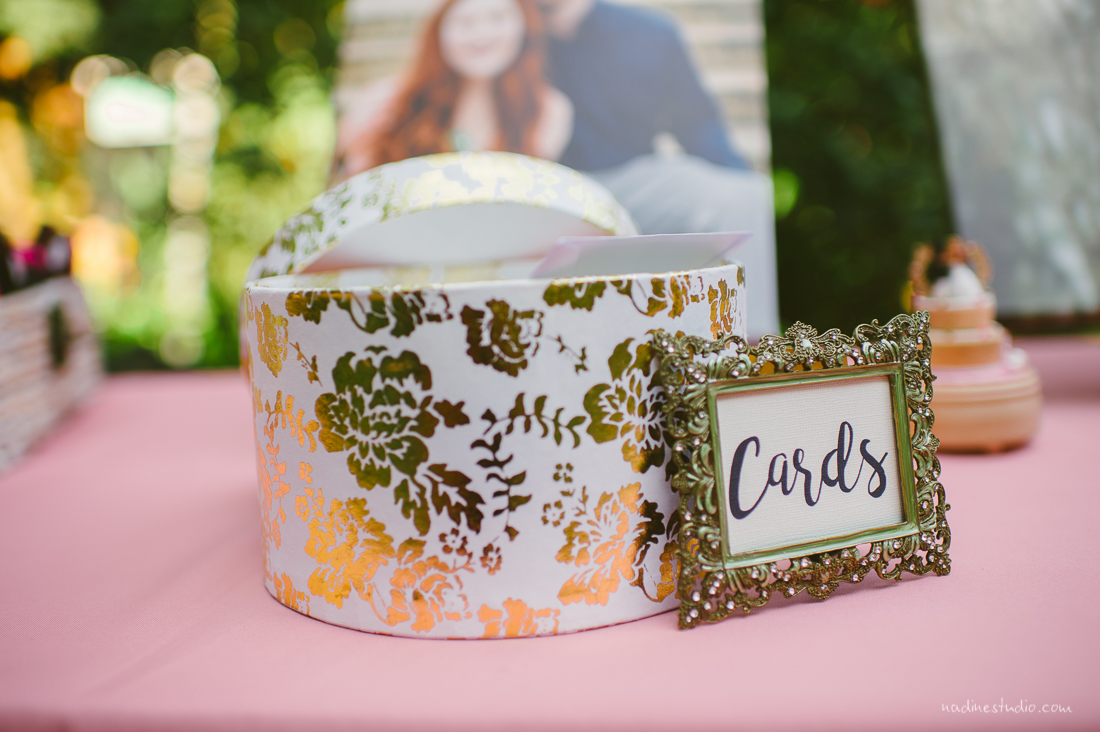 container to place cards